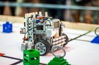 Roboter auf einem Parcours der WRO Regular Category