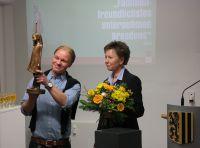 """Übergabe des Innovationspreises """"Familienfreundlichstes Unternehmen Dresdens 2014"""" an Roman Molch"""