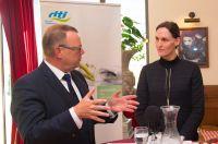 Staatssekretär Michael Stübgen (BMEL) und Jutta Gurkmann (vzbv) diskutierten bei der dti KOSTBAR am 13. März 2019