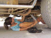 Am Truck herumschrauben statt Büroarbeit