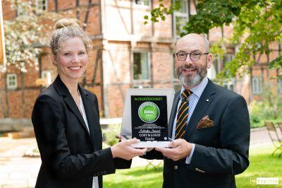 """Inga Ali, Waldland Natural Resort & Jens Rosenbaum, Chefredakteur von """"Schlafen Spezial"""" und Mitinitiator vom Hotel-Betten-Check."""