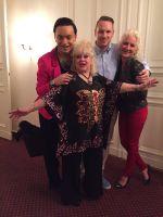 Antje Last (rechts im Bild) - Inhaberin des Berliner Kult Hotel Auberge - und ihre prominenten Gäste.