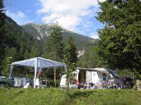 Mitten im Grünen im Kärntner Gailtal liegen die Schluga Campingplätze. (Foto: schluga.com)