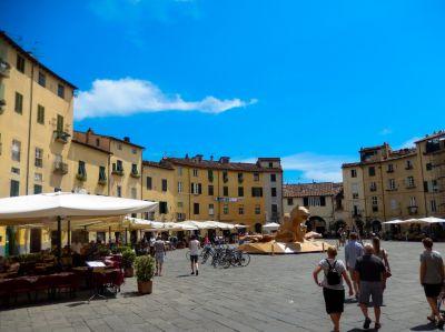 Solche belebten Plätze sind derzeit in der Toskana nicht zu finden