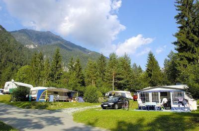 Schattige Waldplätze im Naturpark Schluga Seecamping. (Foto: schluga.com)