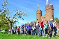 Bei strahlendem Sonnenschein erkundeten die Gästeführer das Ausstellungsgelände der Landesgartenschau Zülpich 2014.
