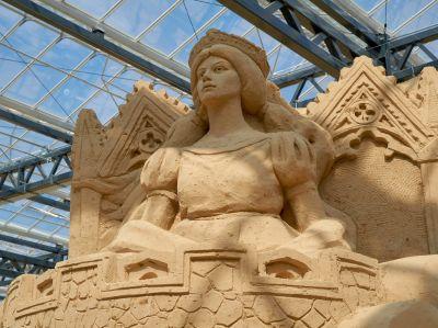 Meisterwerke aus Sand in der Sandskulpturen-Ausstellung 2021 in Prora auf Rügen (© Ostseeappartements Rügen)