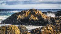 Immer noch GIGANTISCH: der Klippenrand des Giant's Causeway Coast im Norden Irlands