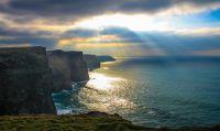 Wild und atemberaubend schön: Das Panorama vom Wild Atlantic Way. © Tourism Ireland