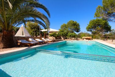 Mallorca Finca mit Swimming Pool, im modernen Ferienhaus ...