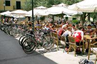 Radfahrer während ihrer Rast in Santa Maria