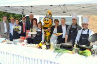"""""""Münchhausen Catering & Messeservice"""" mit Inhaber Dietrich B. Ahrens (3.v.r.) präsentierte sein Speisenangebot in Zülpich."""