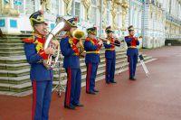 Schnieder Reisen: Viele Reisetipps für eine Städtereise nach St. Petersburg und Begrüßung im Katharinenpalast.