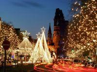 Stimmungsvolle Berliner Weihnachtsfeier mit Lichterfahrt organisieren