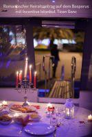 Romantik pur: Heiratsantrag auf einer Yachttour auf dem Bosporus.