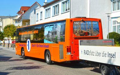 Mit dem Bus unterwegs auf der Insel Rügen (© Ostseeappartements Rügen Vermarktungs-GmbH & Co. KG)