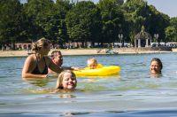 Badevergnügen vor dem Campingplatz in Waging am See