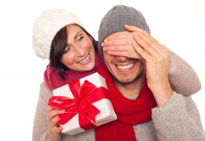 Romantisches Weihnachtsgeschenk: ein Gutschein fürs Kuschelliebe-Hotel