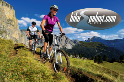 Radsportfans sind schon ganz heiß auf die neue Saison und können im neuen Bikepalast-Katalog die Neuheiten bewundern.