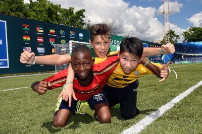 """Die siebte Saison des Internationalen Sozialen Programms für Kinder """"Fußball für Freundschaft"""" ist eröffnet"""
