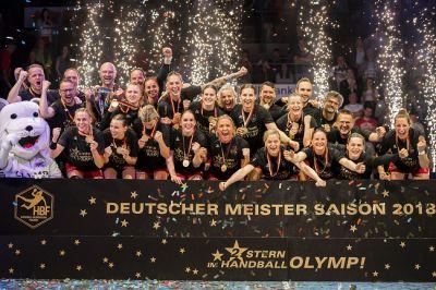 Die Handballerinnen der SG BBM Bietigheim gewinnen zum zweiten Mal in der Vereinsgeschichte die Deutsche Meisterschaft.
