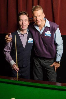 Ken Doherty (Irland, ehem. Snooker-Weltmeister) und Attila Knott (Manager Kreativ Dental Klinik) [von links nach rechts]