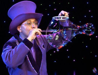 Showkünstler Blub bezauberte mit seiner Seifenblasenshow