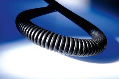 Kabelschutzschlauch mit hoher Wellung macht's möglich. Extreme Flexibilität und hohe Trittfestigkeit.