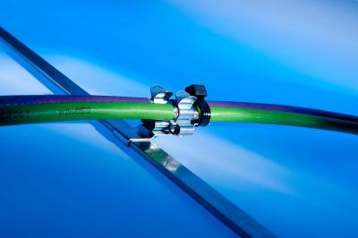 Mit den neuen EMV-Schirmclips von Murrplastik verdoppelt sich die Packungsdichte