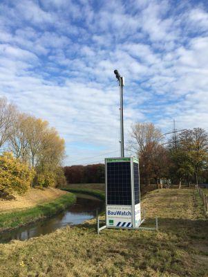 """""""Grüne Überwachung"""": Unabhängig von Stromquellen garantiert """"BauWatch-Solar"""" einen zuverlässigen Service. (Foto: Maibach Velen)"""