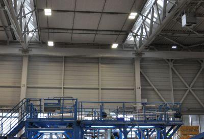 Neuer Hallentiefstrahler (Highbay) HPL von AS LED Lighting in Hangarhalle mit hoher Nutz-Lebensdauer von 120.000 h (L80/B10)