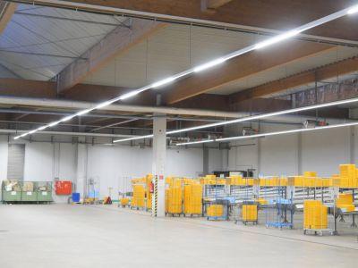 Vorteil LED: Eine bessere Ausleuchtung der Warenlager mit zugleich weniger Energieaufwand für Lichtstrom und Klimatisierung.