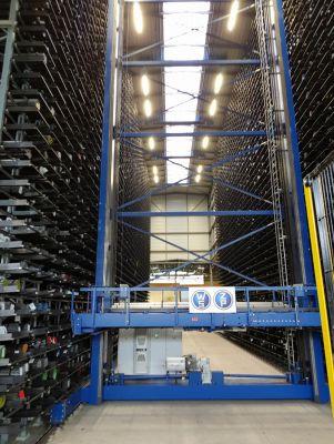 Hochregallager im Logistikzentrum eines Stahlwerkes mit Lichtpunkthöhe 22 m, normgerecht und energieeffizient von AS LED Lighting