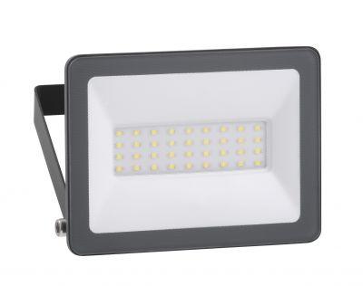Die robusten LED-Leuchten sorgen für eine präzise Ausleuchtung von mittleren bis großen Flächen.