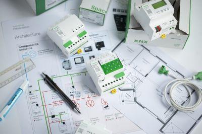 Neue KNX Aktoren und optimierte Logikcontroller von Schneider Electric sorgen für smarten Wohnkomfort