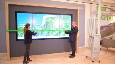 """Die interaktive Multi-Touch-Wand """"The VIEW""""."""