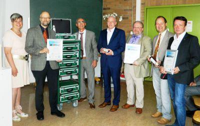 Lernzirkelübergabe in Anwesenheit von Oberbürgermeister Joachim Wolbergs (Mitte).