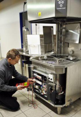 Auch Wartung und Reparatur von Großküchen gehören zu den Services der Halisch GmbH. Bild: Halisch GmbH