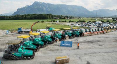 Asphaltfertiger beim Asphaltieren der Start-/Landebahnen am Flughafen Salzburg. Bild: chris-hofer.com