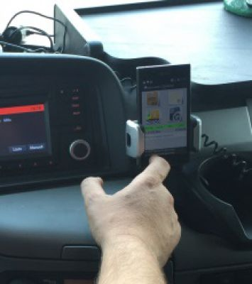 Mit AIS-Mobile erhält und dokumentiert der Fahrer alle wichtigen Informationen zu seinen Aufträgen. Bild: EUROBAUSTOFF