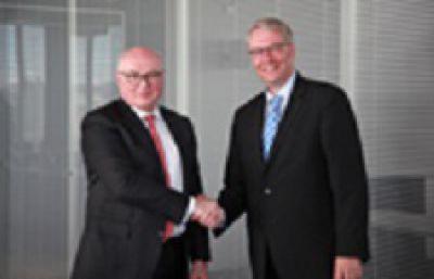 Strategische Partner: Faurecia-CEO Patrick Koller und ZF-CEO Dr. Stefan Sommer. Bild: Faurecia/ZF