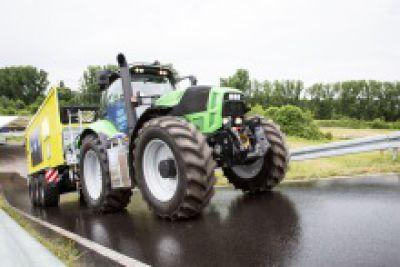 Der ZF Innovation Tractor belegt, wie automatisierte Fahrfunktionen und die Elektrifizierung des Antriebs betriebliche Abläufe in