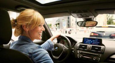 DriveNow bietet ca. 3.030 Fahrzeuge (viele davon auch mit Elektro-Antrieb) und ist in fünf deutschen Städten vertreten. Bild: Driv