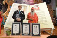 Verleihung von drei Guinness Weltrekorden an Dr. Sri Ganapathy Sachchidananda Swamiji am 26.5.2017 in Mysuru, Südindien