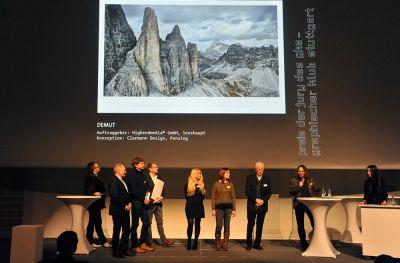 """Der Siegerkalender """"DEMUT"""" bei der diesjährigen Preisverleihung des Gregor. Foto: © Udo W. Beier"""