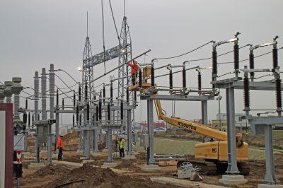 Noch arbeitet E.DIS am neuen Umspannwerk in Mecklenburg-Vorpommern. Bald nimmt es grünen Strom auf (Foto aus Dezember 2020).