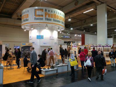 Innovationen rund ums Holz-/HolzAlufenster auf der Ligna 2015. Foto: ProHolzfenster