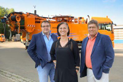 Andreas Schuh, Brita Dorr und Rainer Kaun (v.l.n.r.) arbeiten künftig im Bereich Dorr Kanaltechnik zusammen. (Melanie Fielenbach)