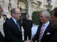 Fürst Albert II von Monaco und Alfred Jung diskutieren über Klimawandel und Dezimierung von Kohlenwanwasserstoff + CO2 Emissionen