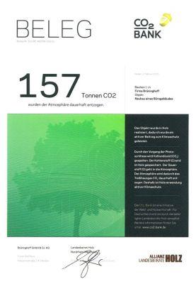 Das CO2-Bank Zertifikat zeigt, welchen Umweltschutzeffekt die Verwendung von Holz beim Bau neuer Gebäude hat. (Foto: Brüninghoff)